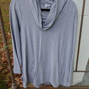 Cable & Gage tunic top